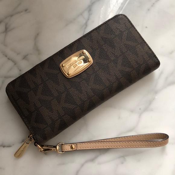 c35eb4cce0d18d Authentic Michael Kors Zip Wallet. M_5a6a1b36fcdc3193d0482e10